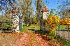 在山麓,意大利的秋季乡下视图 免版税库存照片