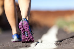 在山,冒险和行使的走的或运行的腿 免版税库存照片