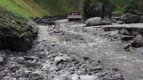 在山崩以后清除路,泥流在奥地利阿尔卑斯,萨尔茨堡 股票视频