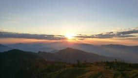 在山` Phucheefha `的日落 免版税图库摄影