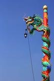 在岗位的中国龙雕象 免版税库存图片