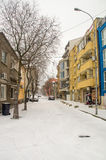 在岗位街道的降雪在波摩莱,保加利亚 库存图片