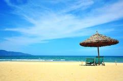 在岘港市手段,越南的晴朗的海滩 库存照片