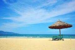在岘港市手段,越南的晴朗的海滩 库存图片