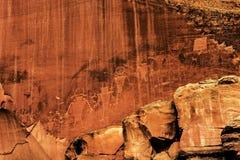 刻在岩石上的文字或岩石雕刻在圆顶礁国家公园,犹他 库存照片