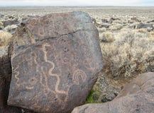 刻在岩石上的文字,北内华达 库存照片