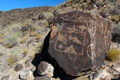 刻在岩石上的文字,刻在岩石上的文字国家历史文物,亚伯科基,新墨西哥 免版税库存照片