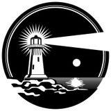 在岩石光亮的被月光照亮夜传染媒介illustratio的灯塔 库存图片