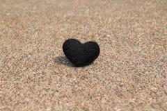 在岩石和阴影的黑心脏 免版税库存图片
