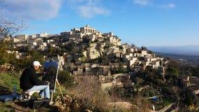 在岩石小山建造的戈尔代中世纪村庄 库存照片