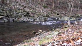 在岩石小河床下的怀特沃特旅行 影视素材