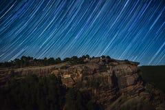 在岩石峭壁上的星足迹 免版税库存照片