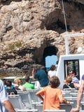 在岩石峭壁的窗口洞 免版税图库摄影