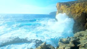 在岩石峭壁的风暴在圣劳伦斯,戈佐岛,马耳他 影视素材