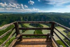 在岩石河Uvac河的河曲在塞尔维亚 免版税库存照片