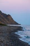 在岩石沿海的日出在克里米亚 库存照片