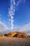 在岩石环境上的天空 免版税库存图片