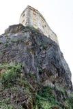 在岩石的中世纪城堡 免版税库存照片