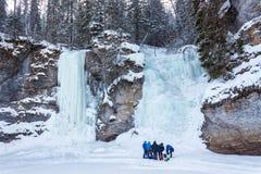 在岩石的冻瀑布 库存照片