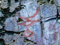 在岩石的古老图。刻在岩石上的文字。 库存图片