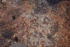 在岩石的干燥沙子 免版税库存照片