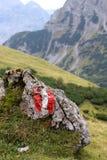 在岩石的方式标志 库存图片
