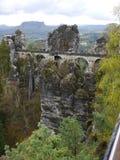 在岩石的桥梁 免版税图库摄影
