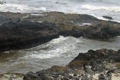 在岩石的海渠道在俄勒冈海岸 库存照片