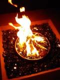 在岩石的火 免版税库存图片
