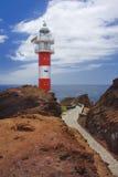 在岩石的灯塔在蓬塔del Teno特内里费岛 库存照片
