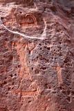 在岩石的绘画在瓦地伦沙漠 免版税库存图片