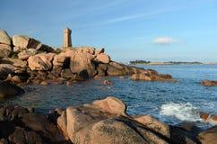 在岩石的美丽的灯塔 免版税图库摄影