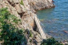 在岩石的走道 图库摄影