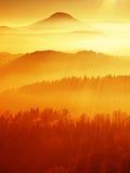 在岩石的辣椒天 山岩石峰顶在冬日 免版税库存照片