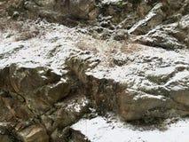在岩石的雪 库存图片