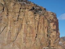 在岩石的雪 免版税库存照片