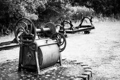 在岩石采石场放弃的机械 图库摄影