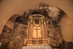 在岩石雕刻的古老教会 免版税图库摄影