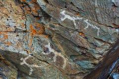 在岩石雕刻的中石器时代的刻在岩石上的文字 免版税库存图片