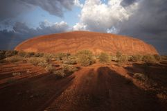 在岩石雷暴的ayers 库存图片