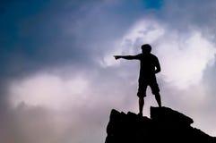 在岩石顶部的人在小的石人山在Shenandoah国家公园 免版税库存图片