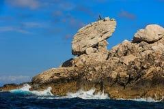 在岩石顶部的雕塑 库存图片