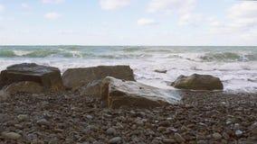 在岸和风暴的大石头听起来 股票录像