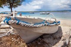 在岸海洋的铝渔船 库存图片