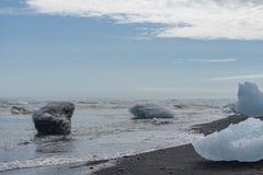 在岸的冰河冰 免版税图库摄影