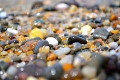 在岸的小卵石 图库摄影