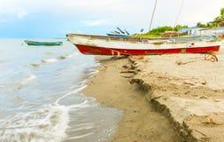 在岸的小船在El Rompio巴拿马 免版税库存图片
