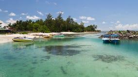 在岸的小船,塞舌尔群岛 库存图片