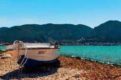 在岸的小船 免版税图库摄影