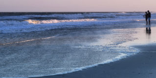 在岸的日落渔 免版税库存图片